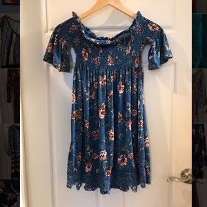 Off the Shoulder Floral print Mini dress size M